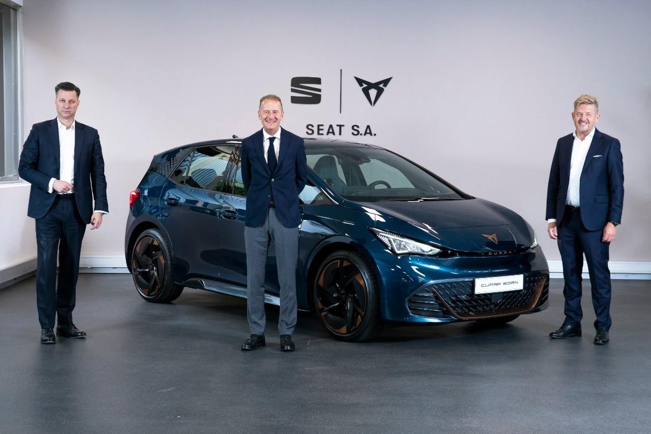 Thomas Schmall, nuevo presidente del Consejo de Administración de Seat, Herbert Diess, consejero delegado de Grupo Volkswagen, y Wayne Griffiths, consejero delegado de Seate SEAT S.A.