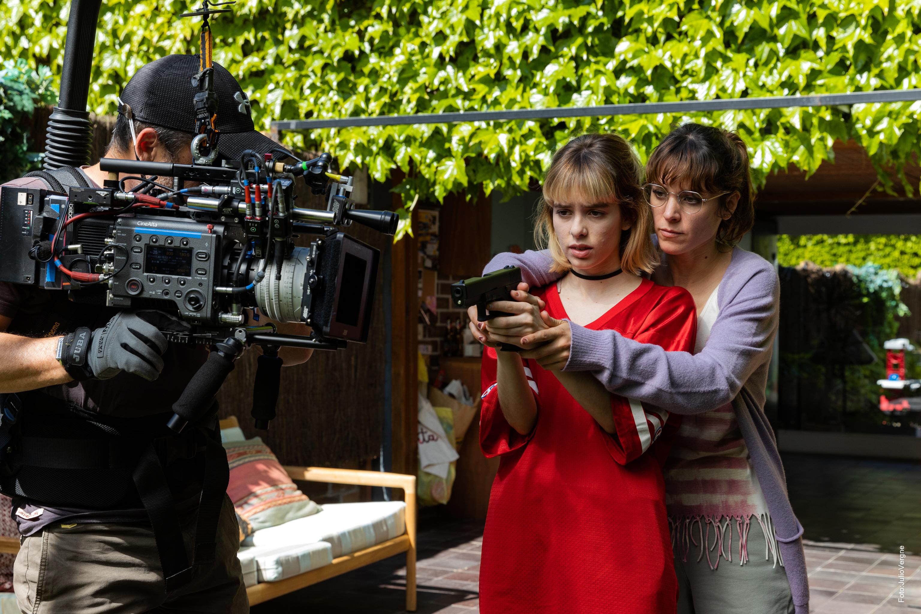 Maggie Civantos  y Alba Planas, durante el rodaje