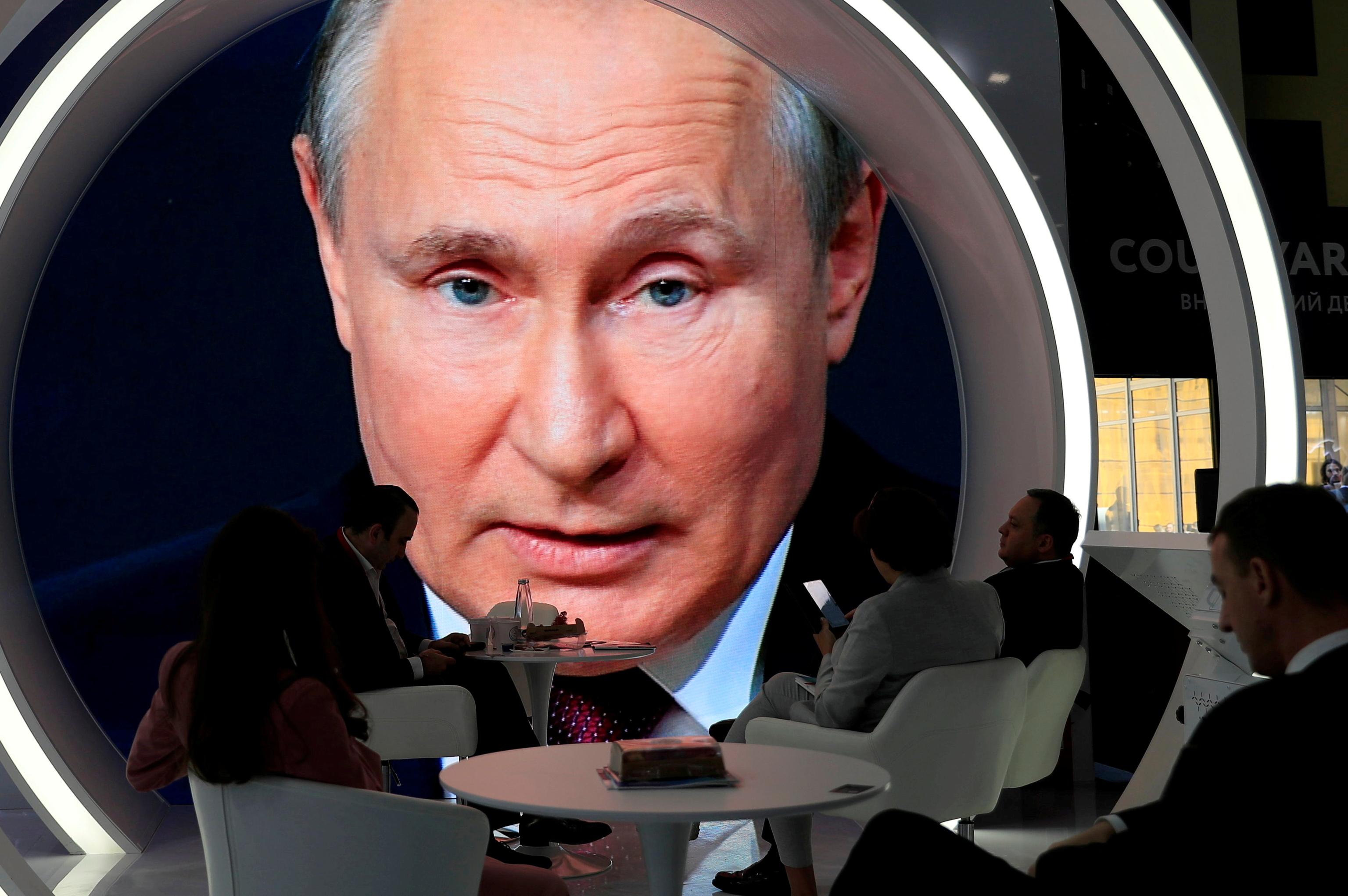 صفحه نمایش ولادیمیر پوتین در انجمن اقتصاد