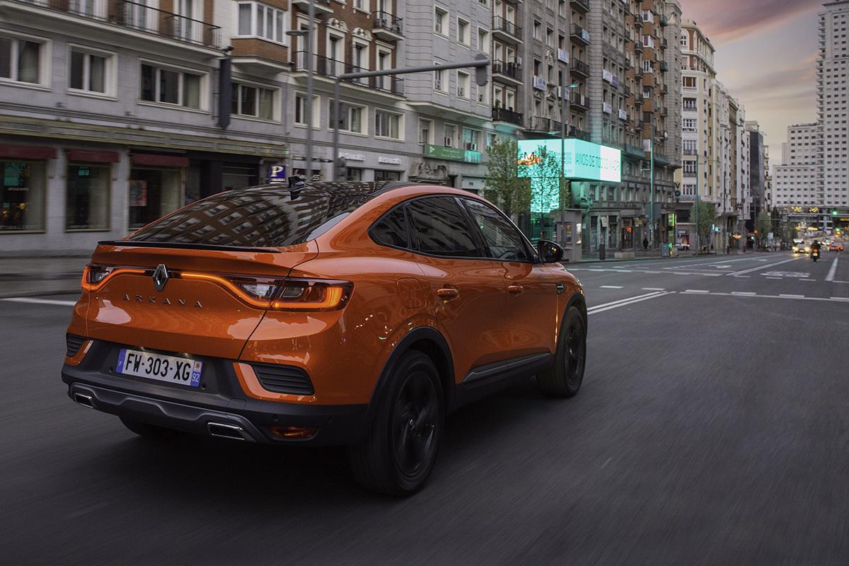 Al volante de Renault Arkana e-Tech: divertirse ahorrando