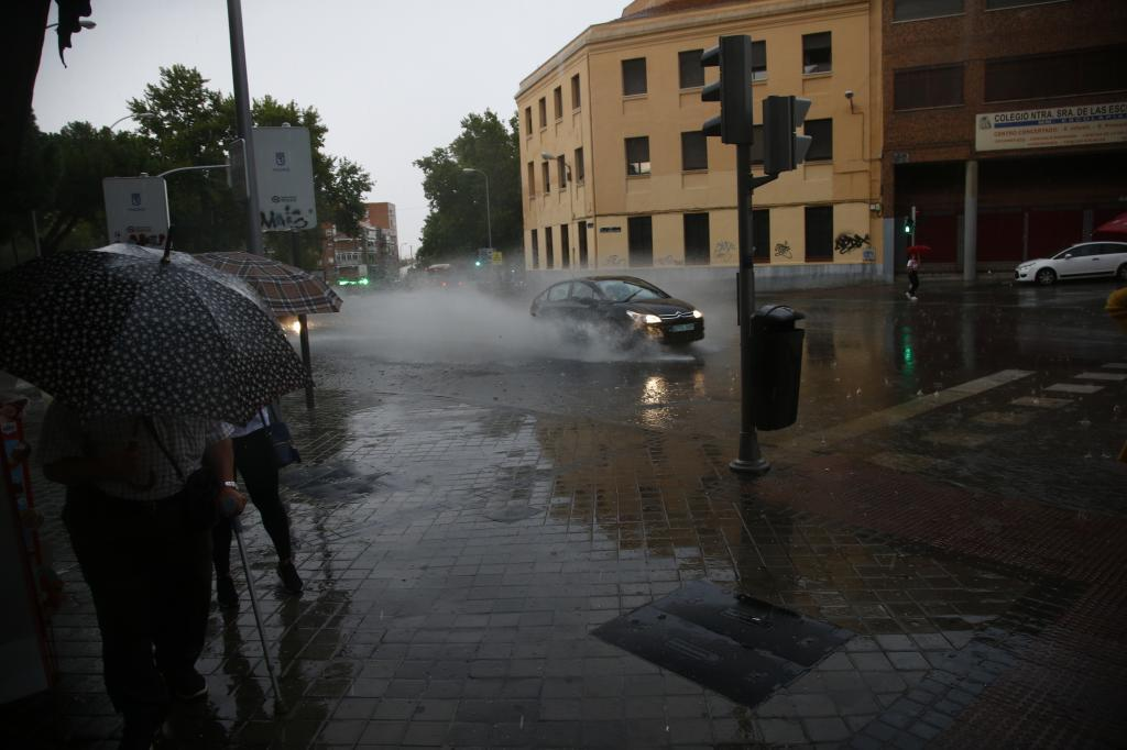 Balsas de agua en Carabanchel durante una tormenta en 2019.
