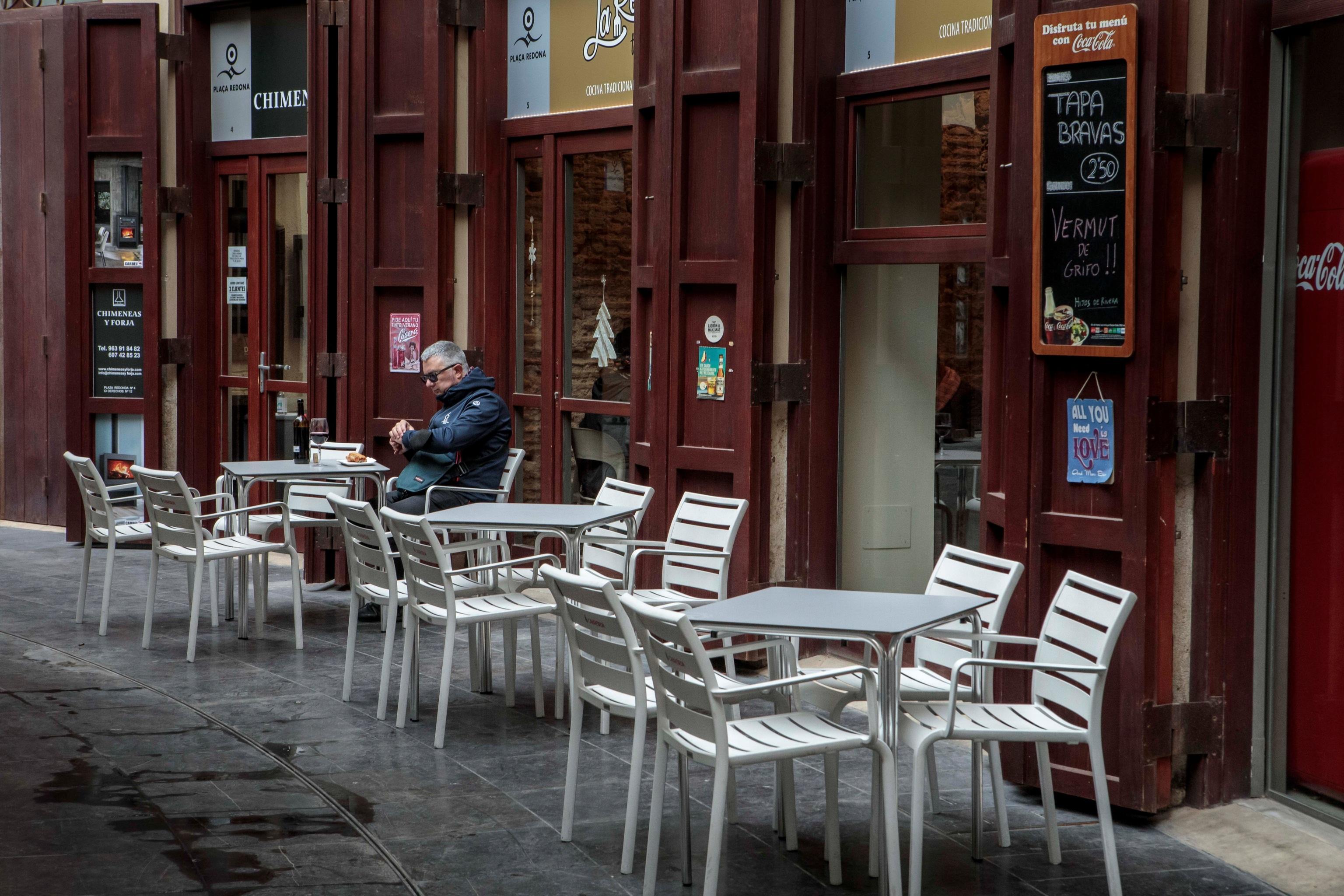 La terraza de un bar de Valencia el pasado enero, un día antes de que el Gobierno autonómico decretara el cierre del ocio y la hostelería.