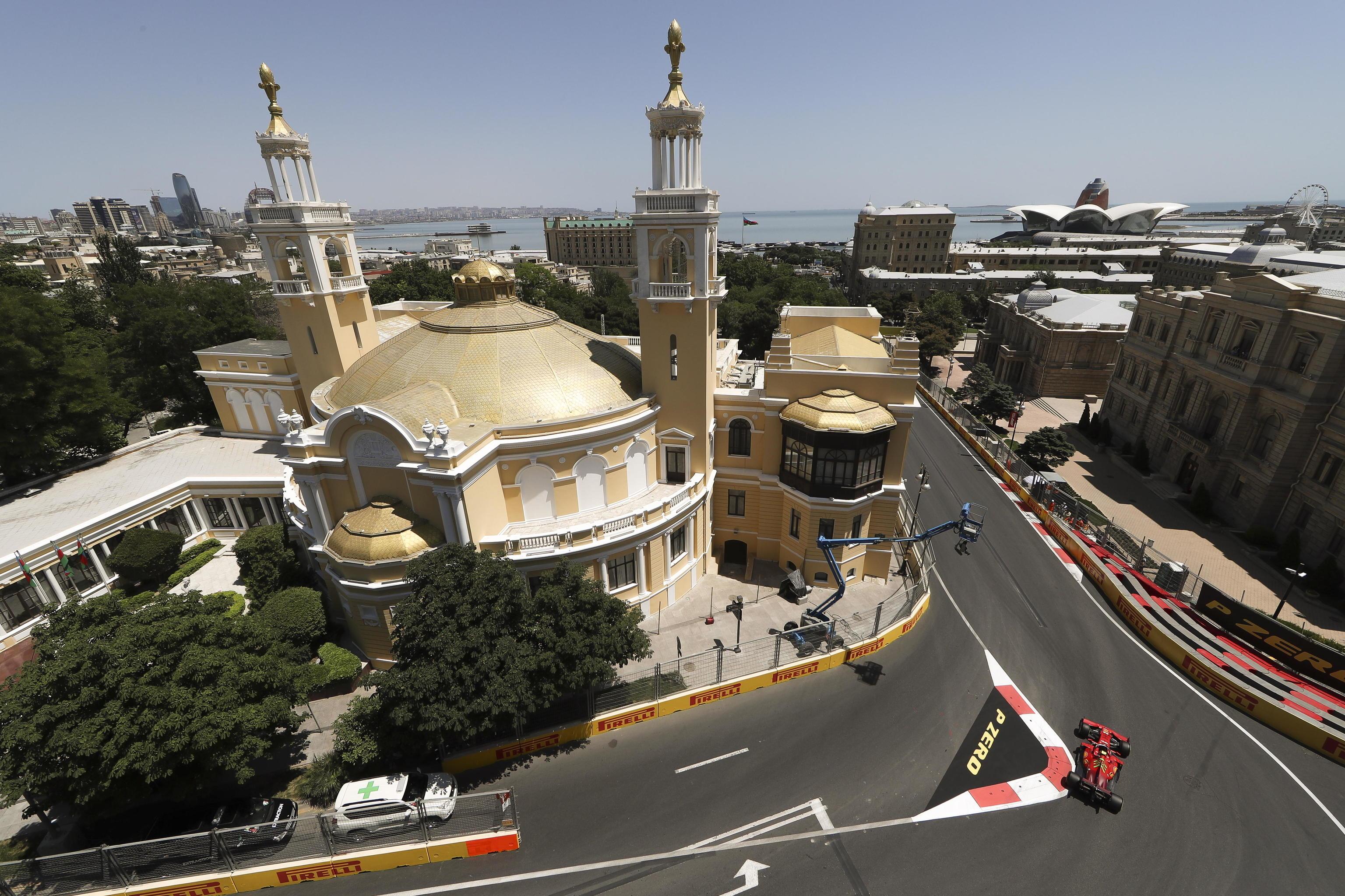 Sainz, con el SF21, durante la clasificación del sábado en Bakú.