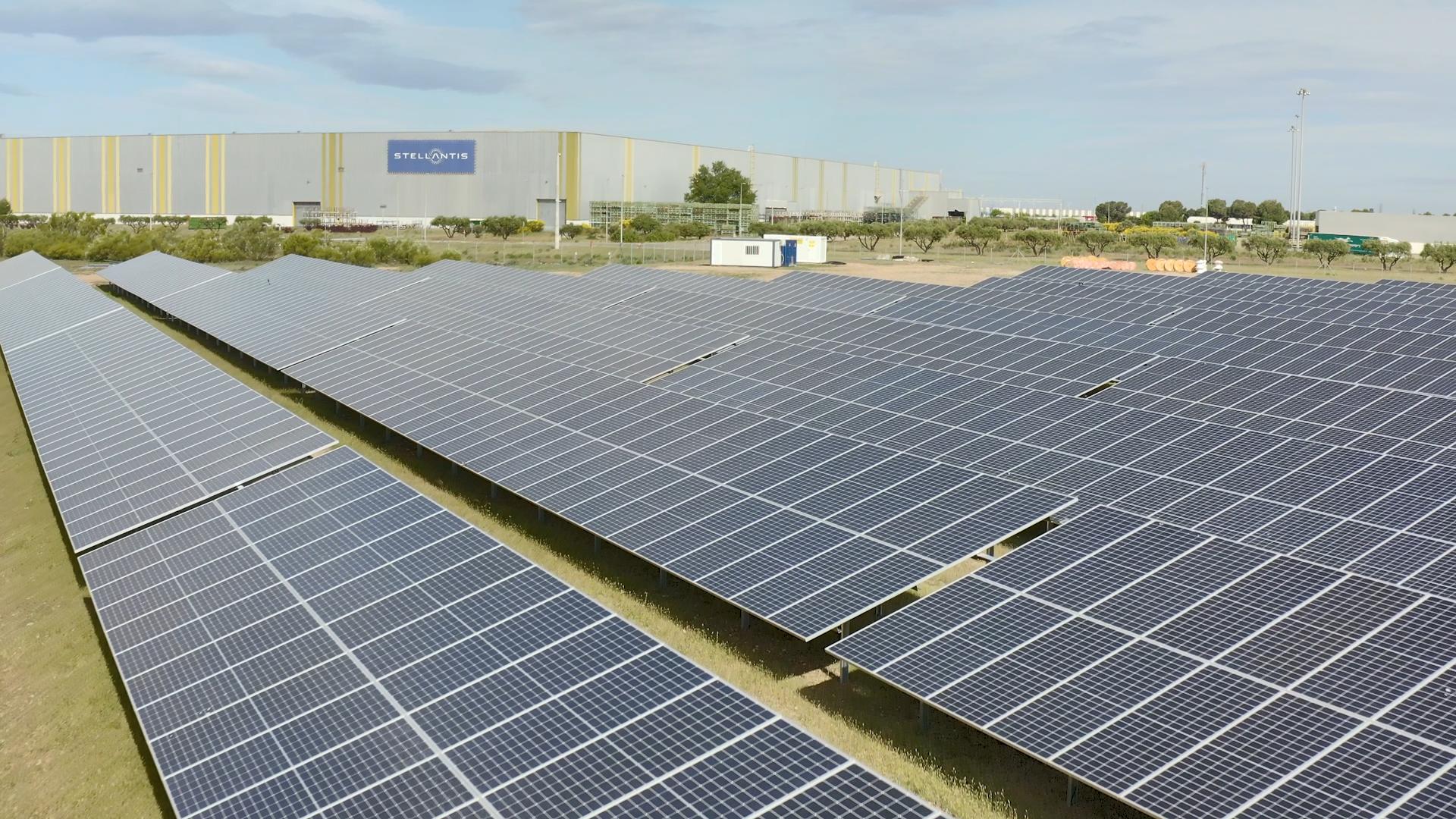 La primera fase del parque fotovoltaico de Figueruelas cubre 87.000 m2 de módulos solares.