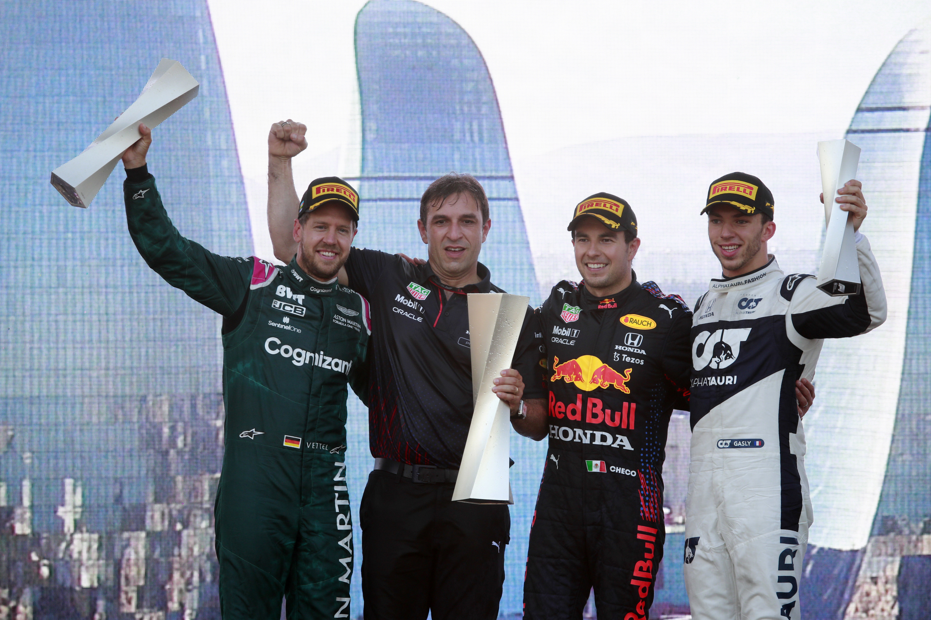 Pérez, Vettel y Gasly, en el podio de Bakú.