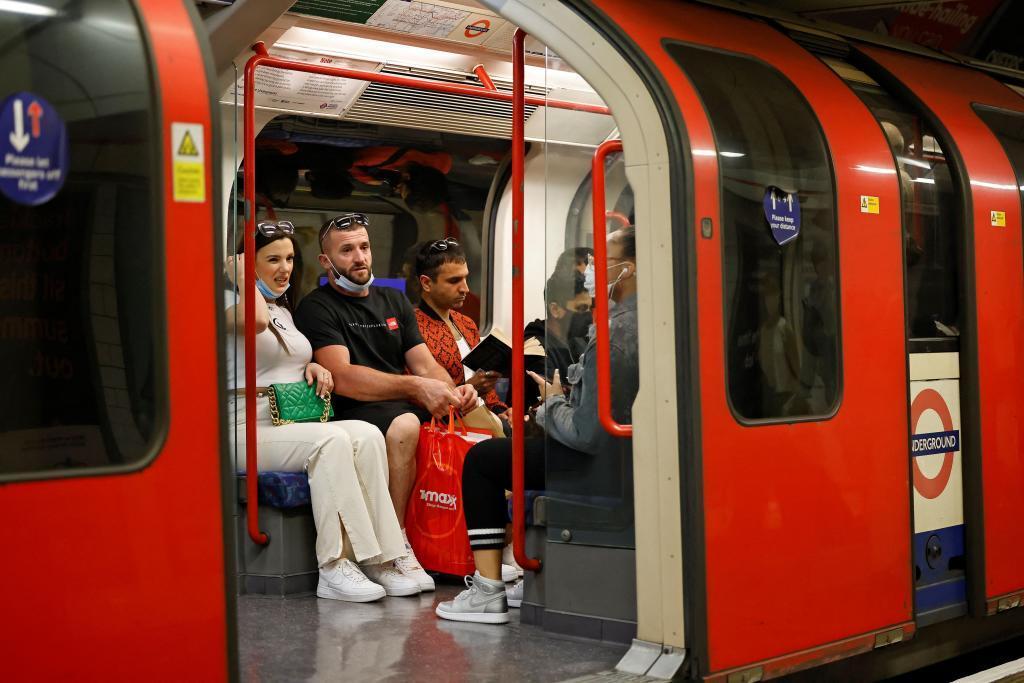 Viajeros del metro de Londres.