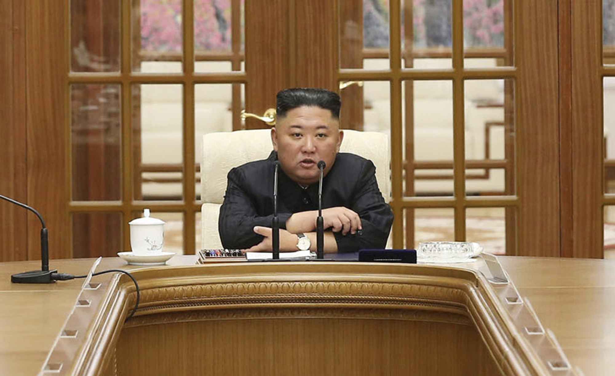 Kim Jong-un durante una reunión del Gobierno en Pyongyang.