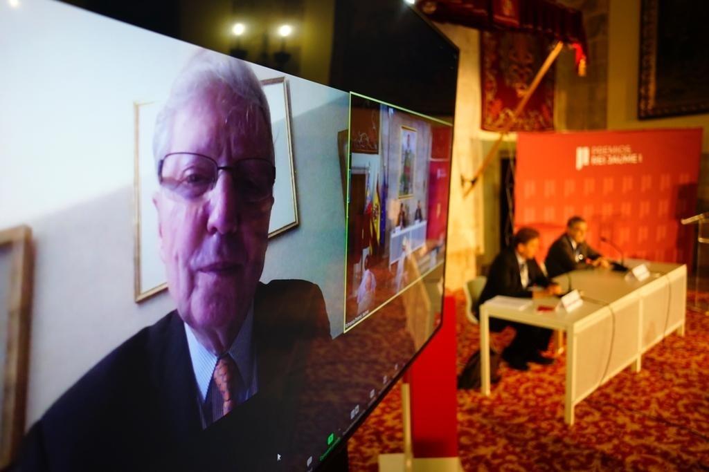 Jules Hoffmann, en primer plano por videoconferencia, en Valencia.