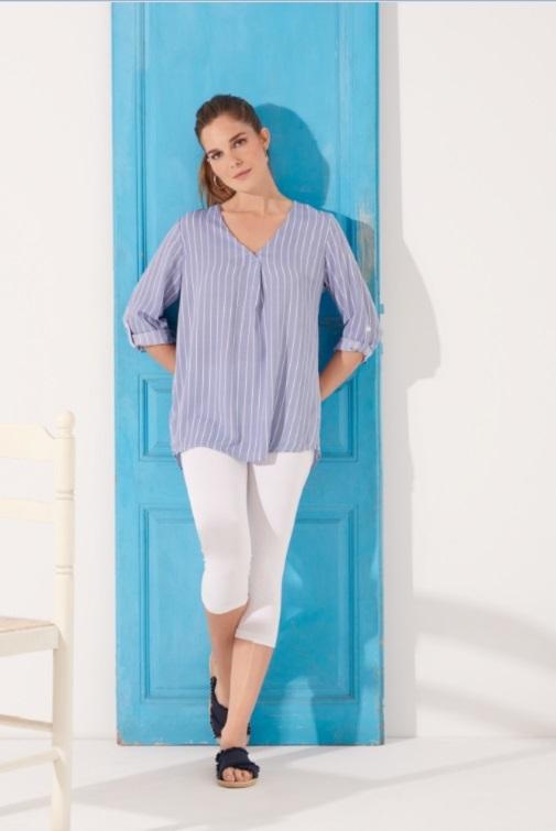 La actriz poa con un pantalón estilo Capri (2,99 ¤) y blusa de rayas (6,99 ¤), de la colección Mediterráno firmada por Esmara.