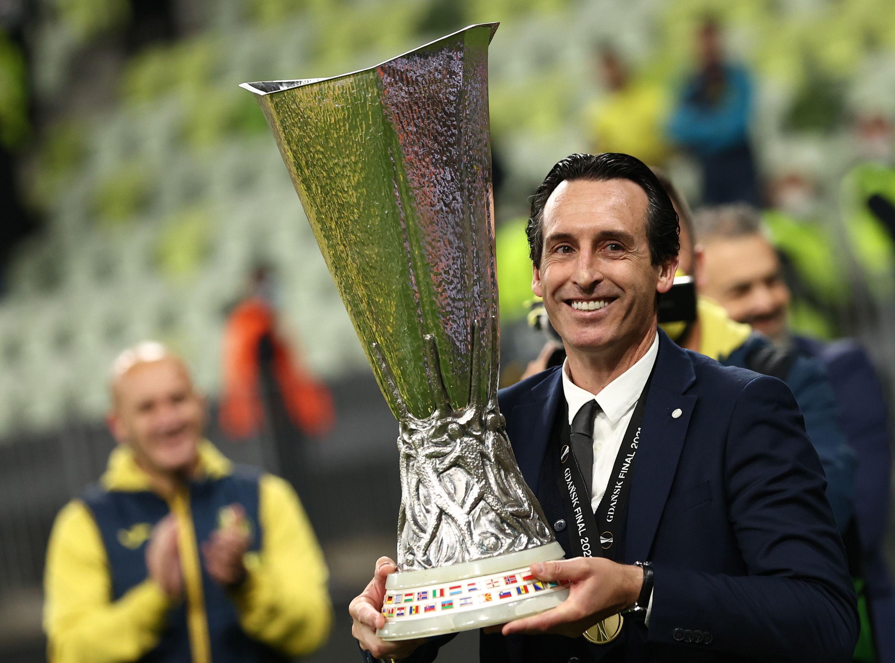 Unai Emery con la Europa League conquistada con el Villareal el pasado 26 de mayo.