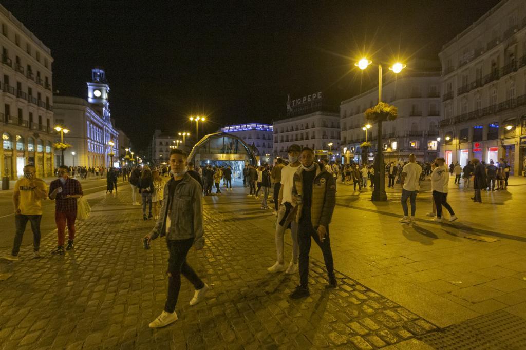 Jóvenes, en la Puerta del sol de Madrid.