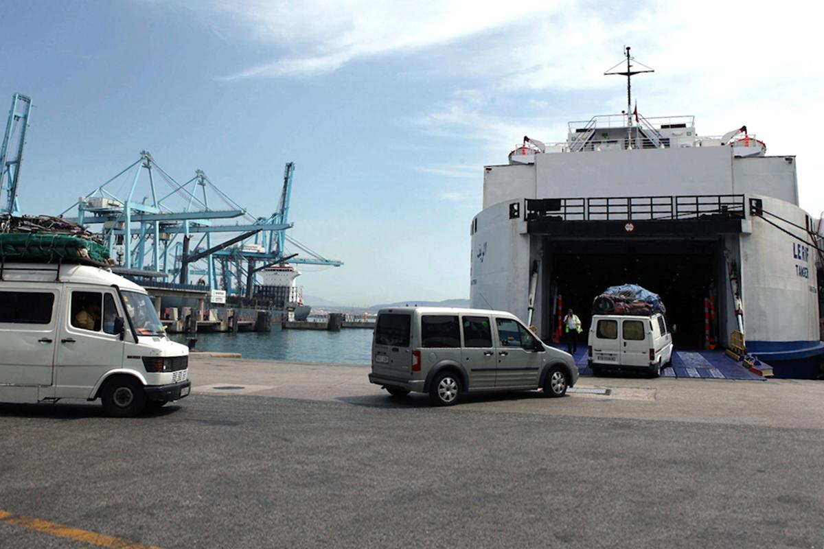 Vehículos embarcan en Algeciras rumbo a Tánger antes de la pandemia.