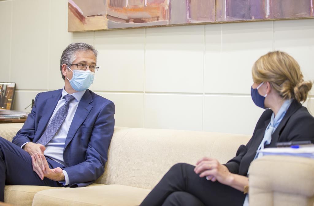El gobernador del Banco de España, Pablo Hernández de Cos, y la ministra de Trabajo, Yolanda Díaz.
