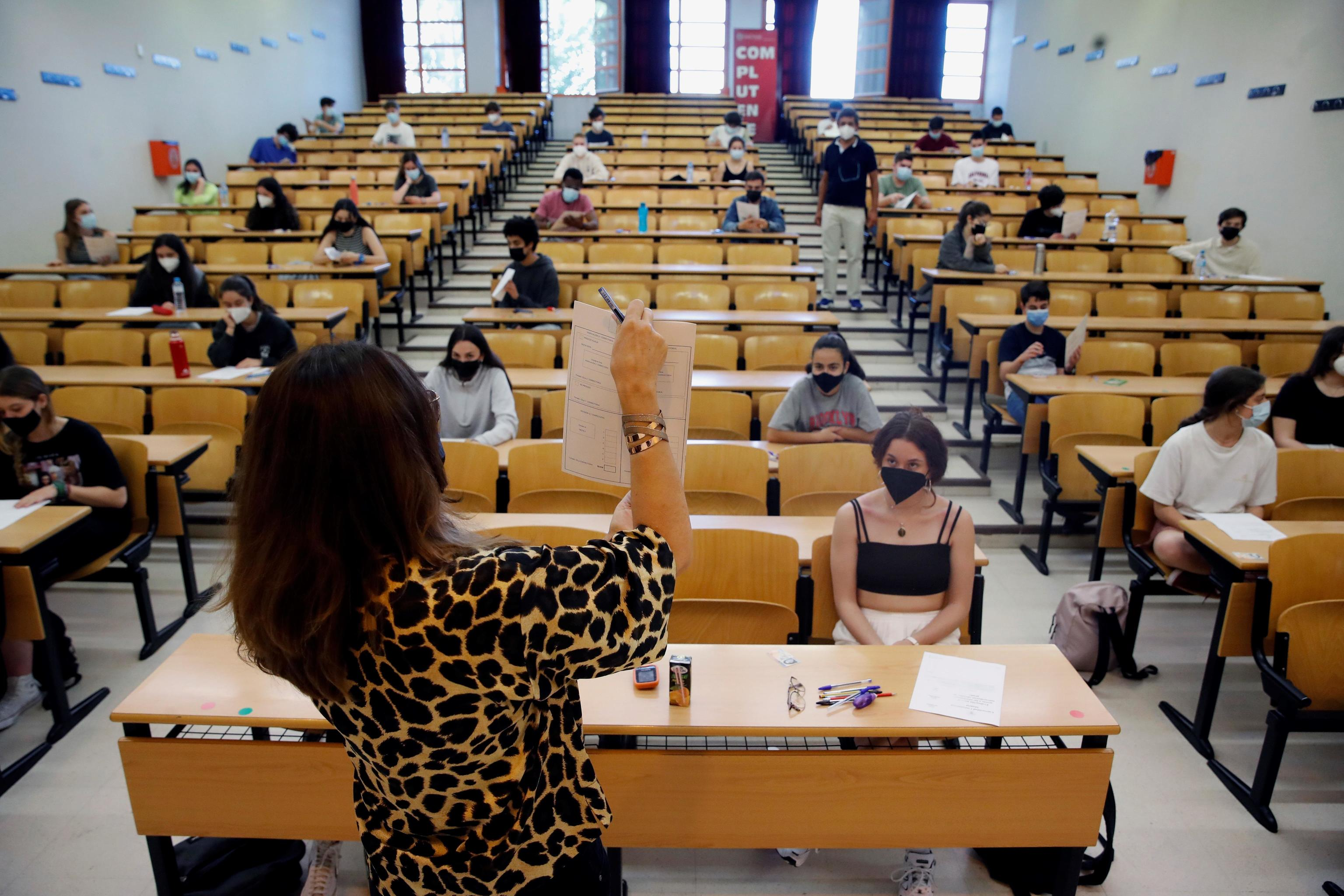 Alumnos antes de la Selectividad en la Universidad Complutense de Madrid.