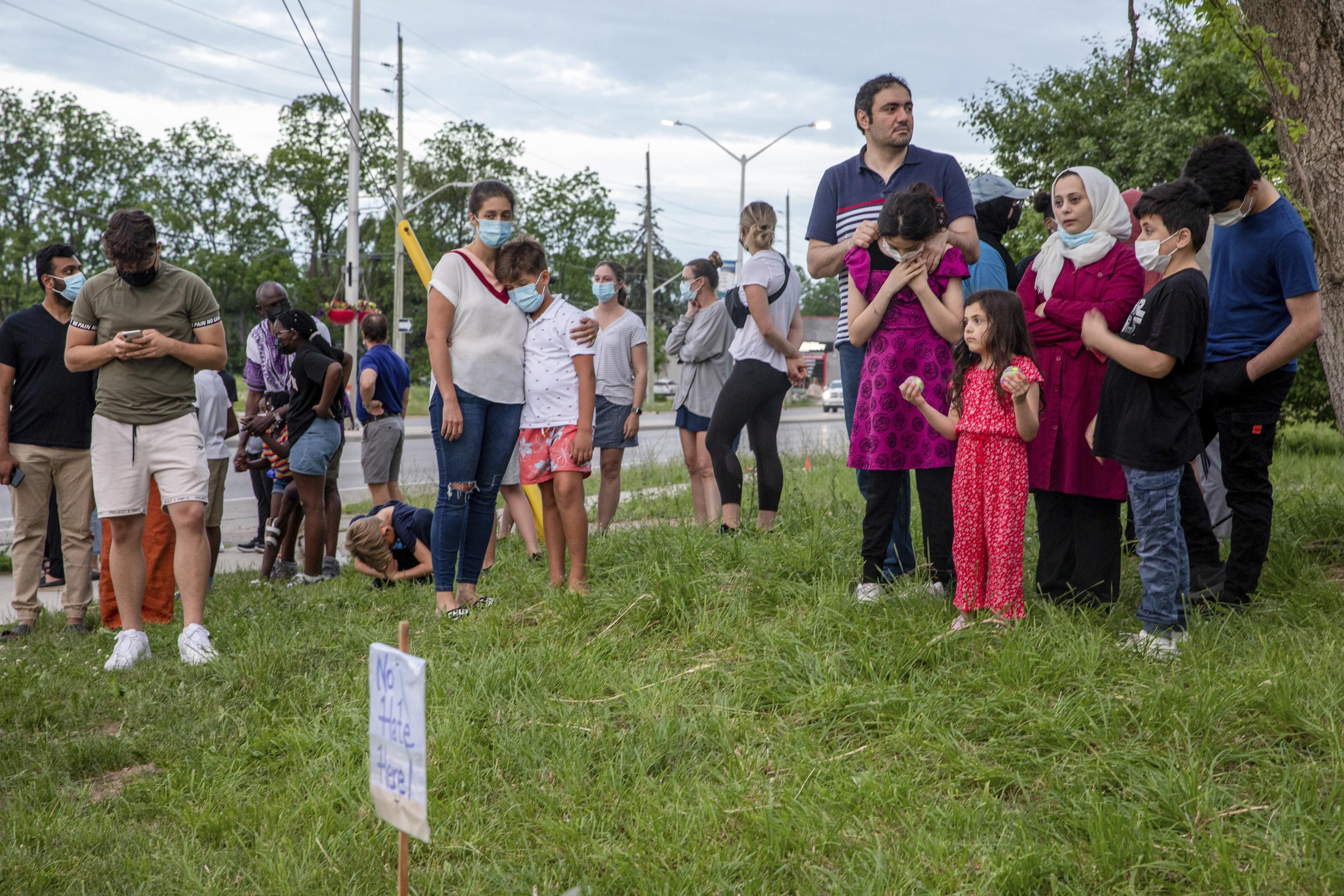 Vecinos y amigos de la familia asesinada les recuerdan en London (Canada).