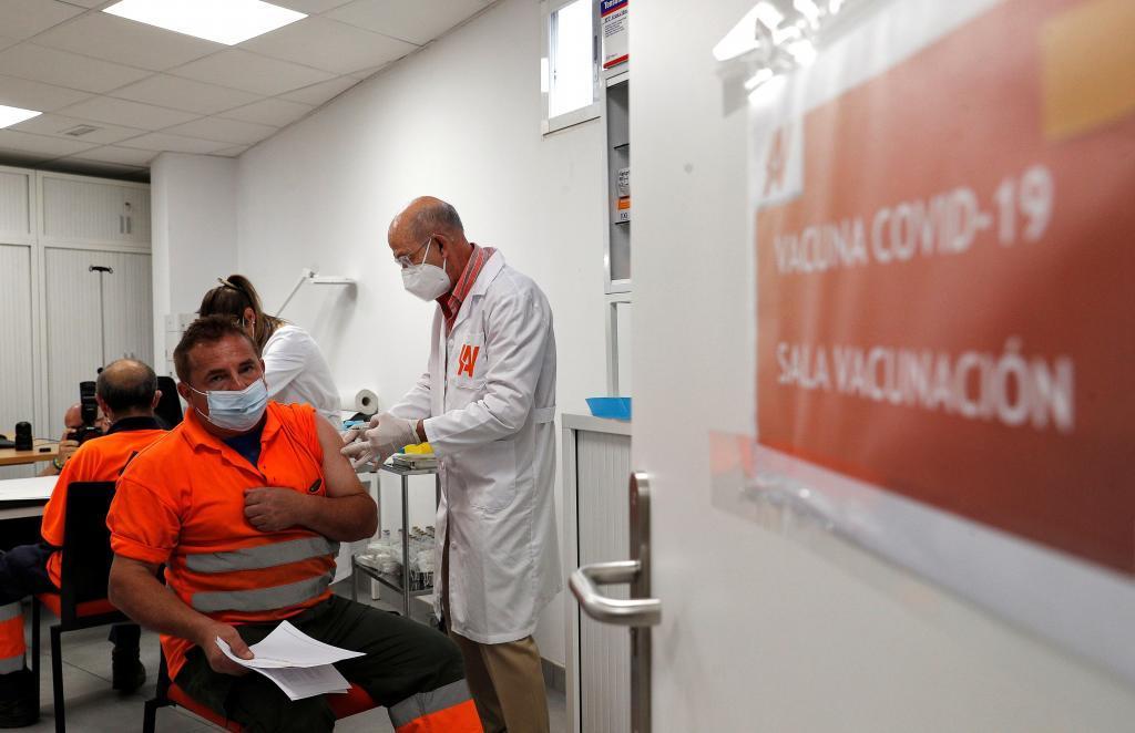 Vacunación conttra el coronavirus en Paiporta (Valencia)