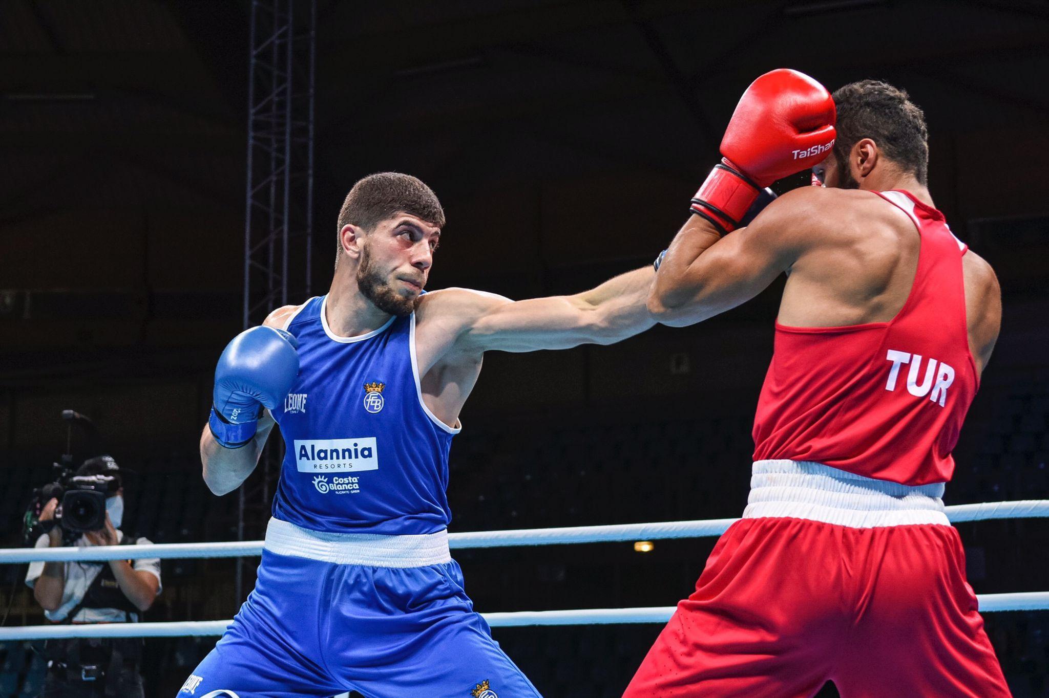 Gazi Jalidov, durante el combate que le dio el billete para los Juegos, el pasado sábado en París.