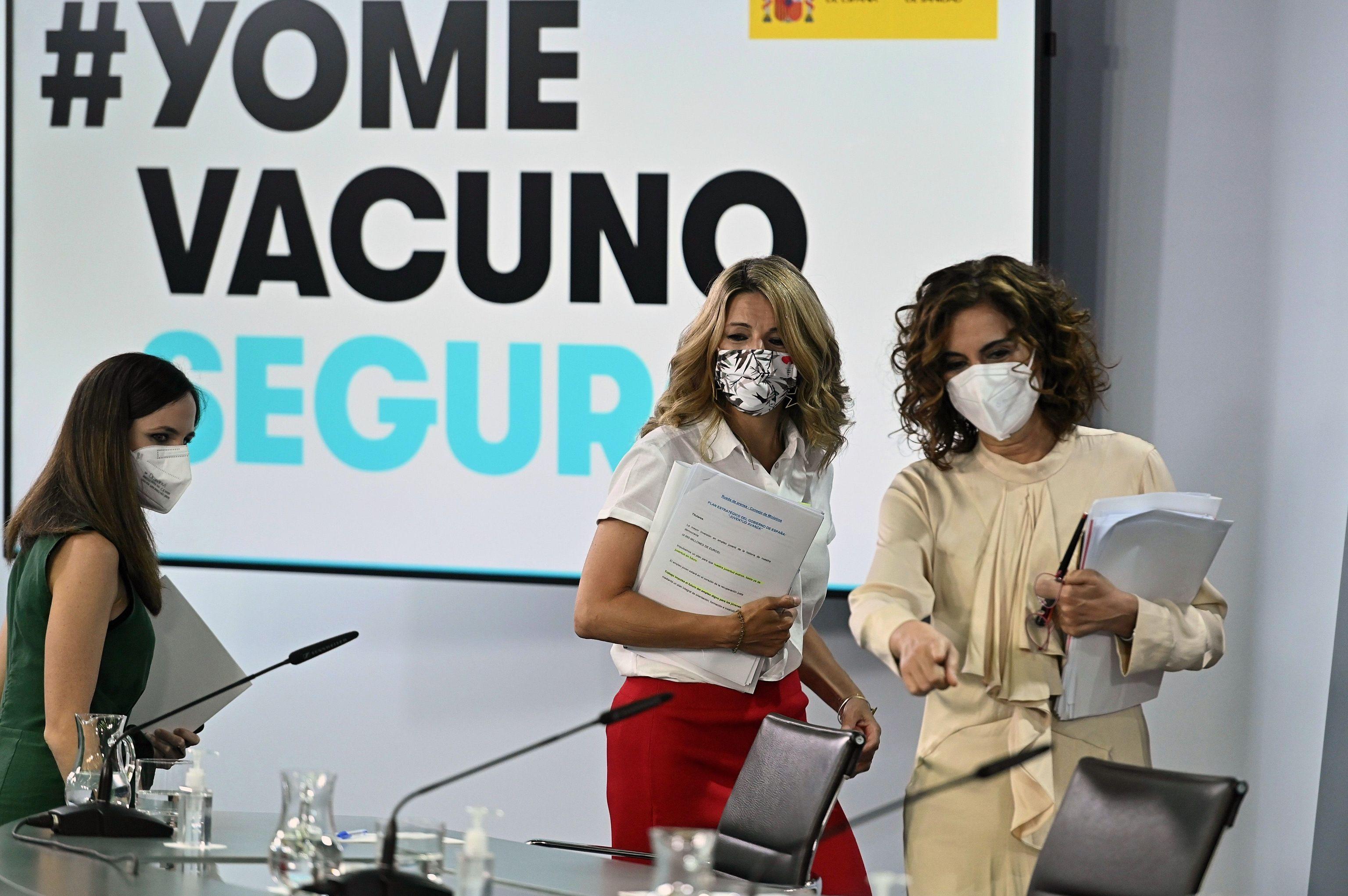 De izquierda a derecha, las ministras Ione Belarra, Yolanda Díaz y María Jesús Montero, tras el Consejo de Ministros.
