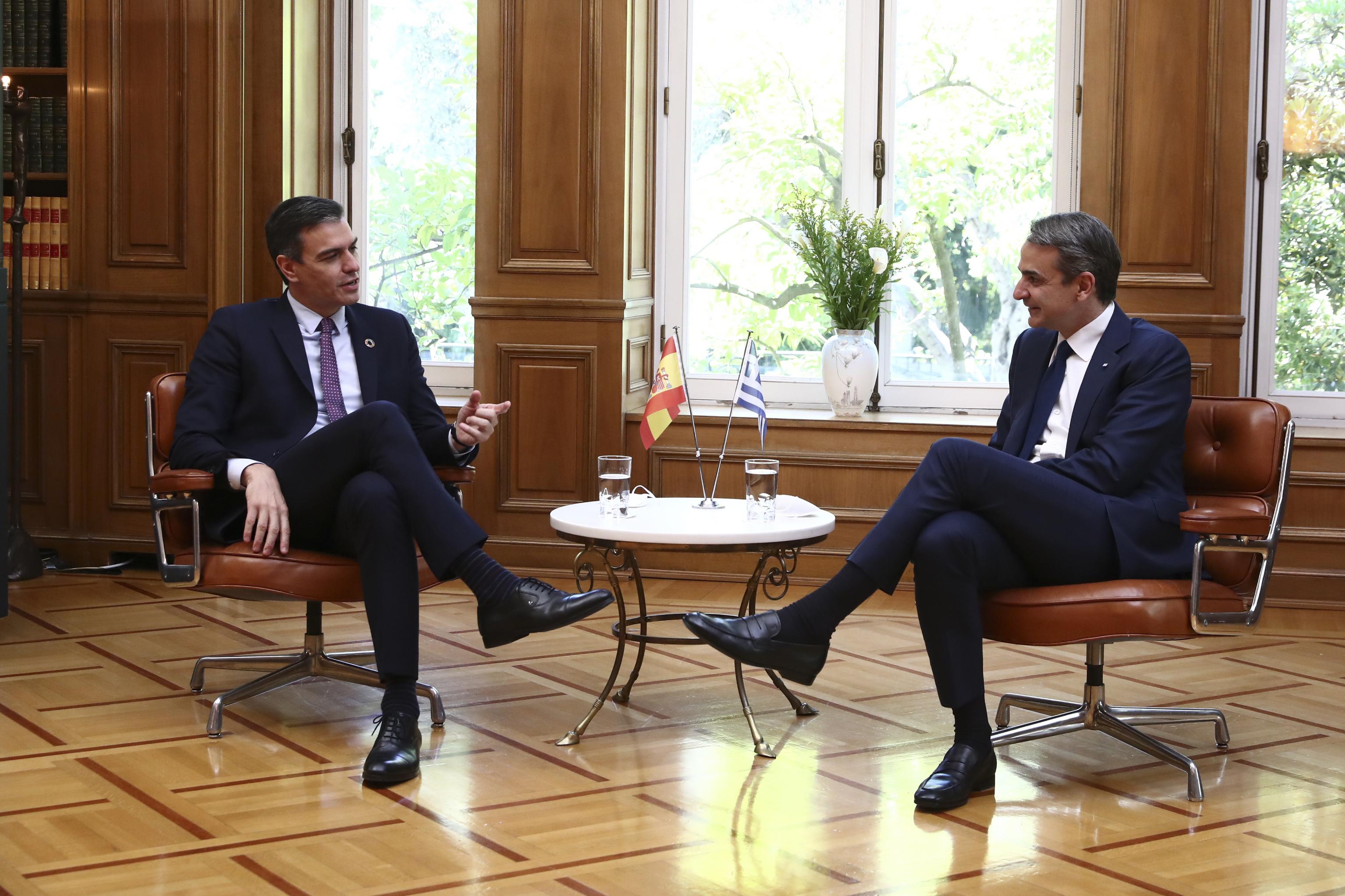 El presidente del Gobierno, Pedro Sánchez, y su homólogo griego Kyriakos Mitsotakis, el pasado 10 de mayo en Atenas.