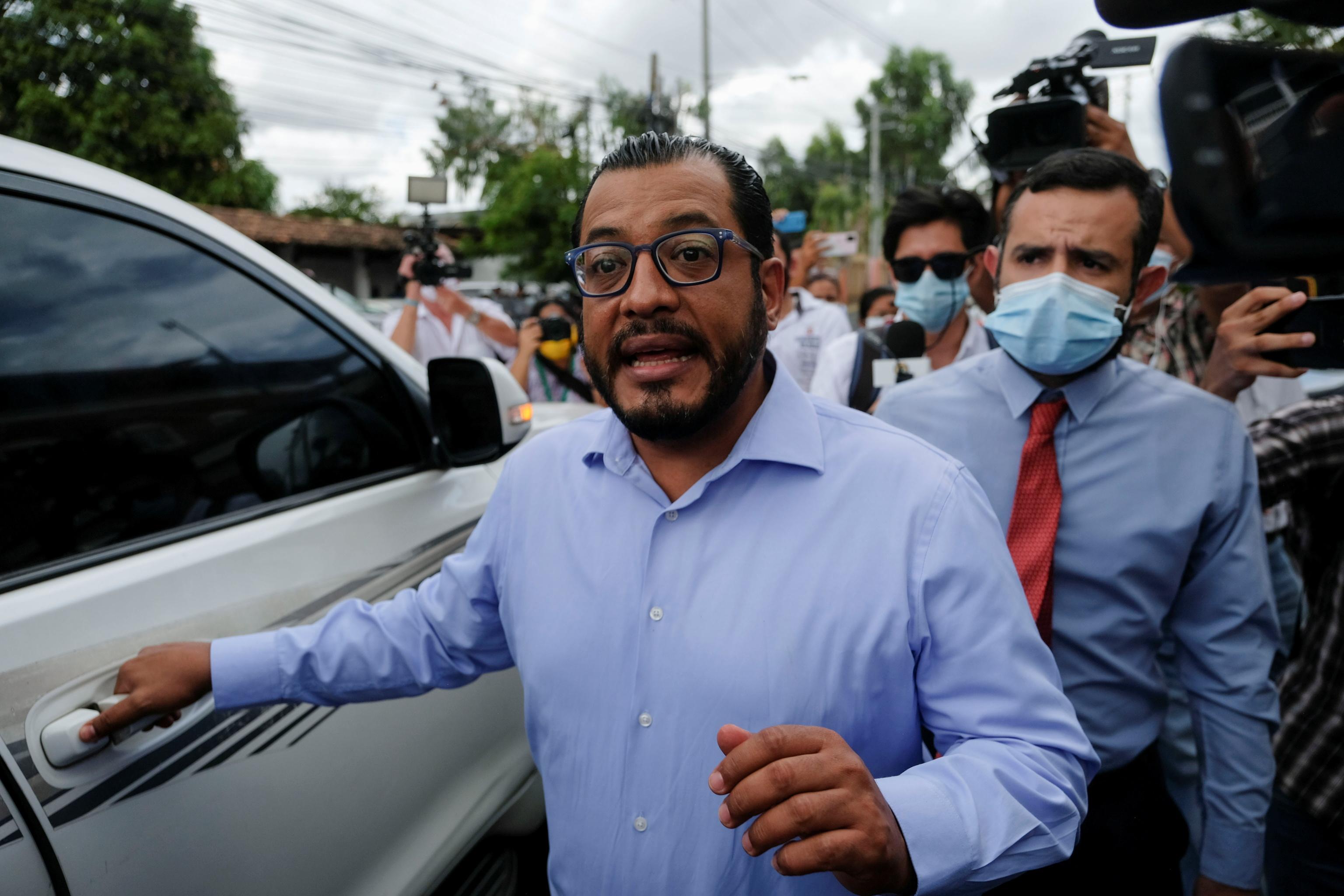 Félix Maradiaga, tras declarar en la Fiscalía de Managua, este martes.