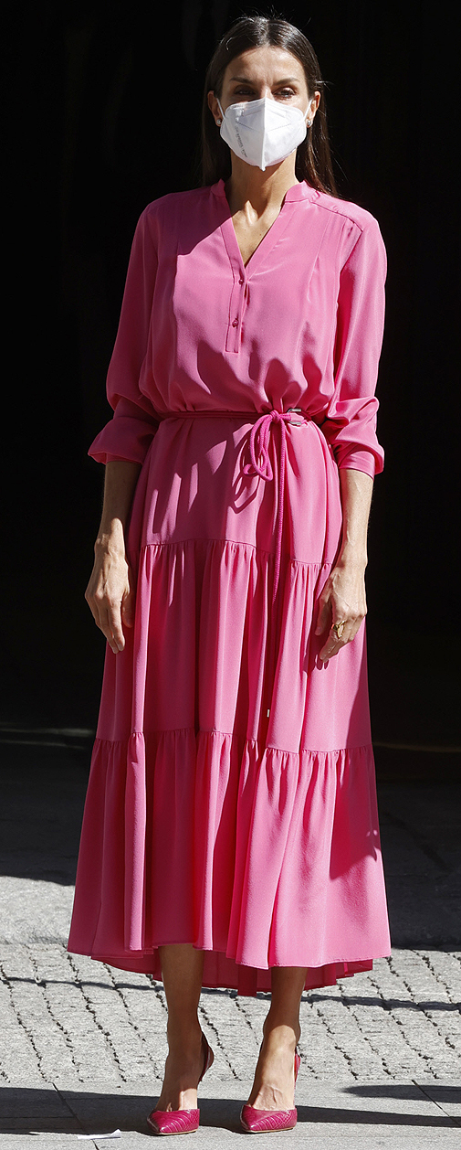 Doña Letizia con total look rosa.
