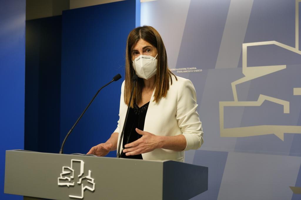La portavoz de Elkarrekin Podemos Miren Gorrotxategi durante la explicación del acuerdo sobre la ley antiCovid en el Parlamento Vasco.