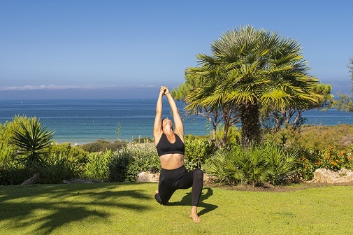 Yoga al aire libre, escapada yoga relax, hoteles practicar yoga, hotel Sancti Petri