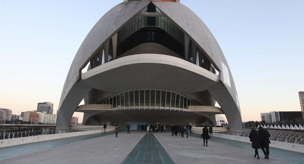 Vista lateral del edificio del Palau de les Arts de Valencia.