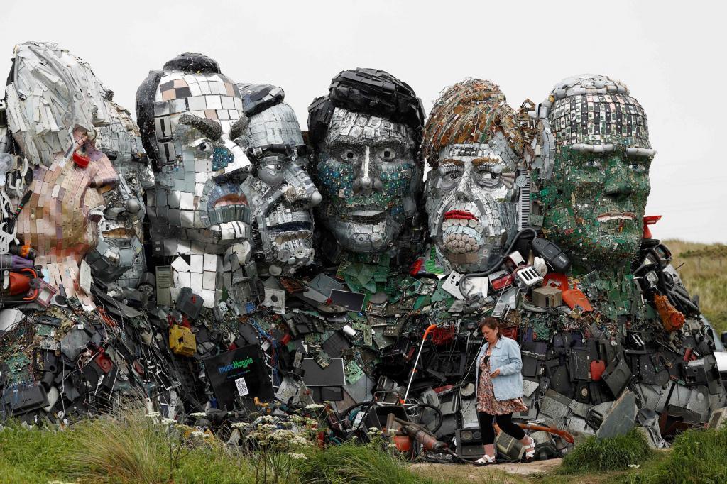 Escultura con el rostro de los líderes del G-7 en la Bahía de Carbis (Reino Unido), sede de la próxima cumbre.