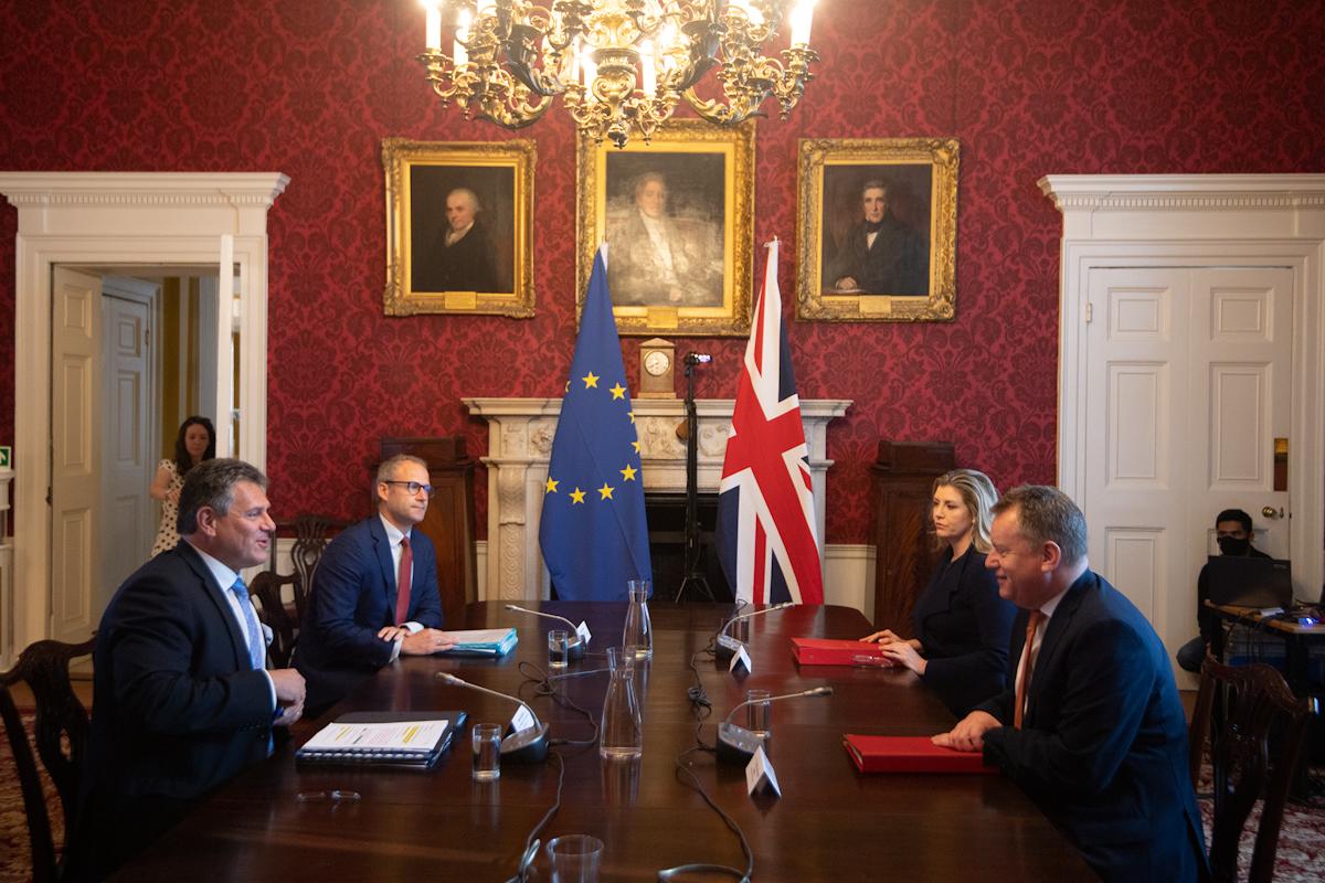Los gabinetes negociadores del Brexit, reunidos hoy en Londres.