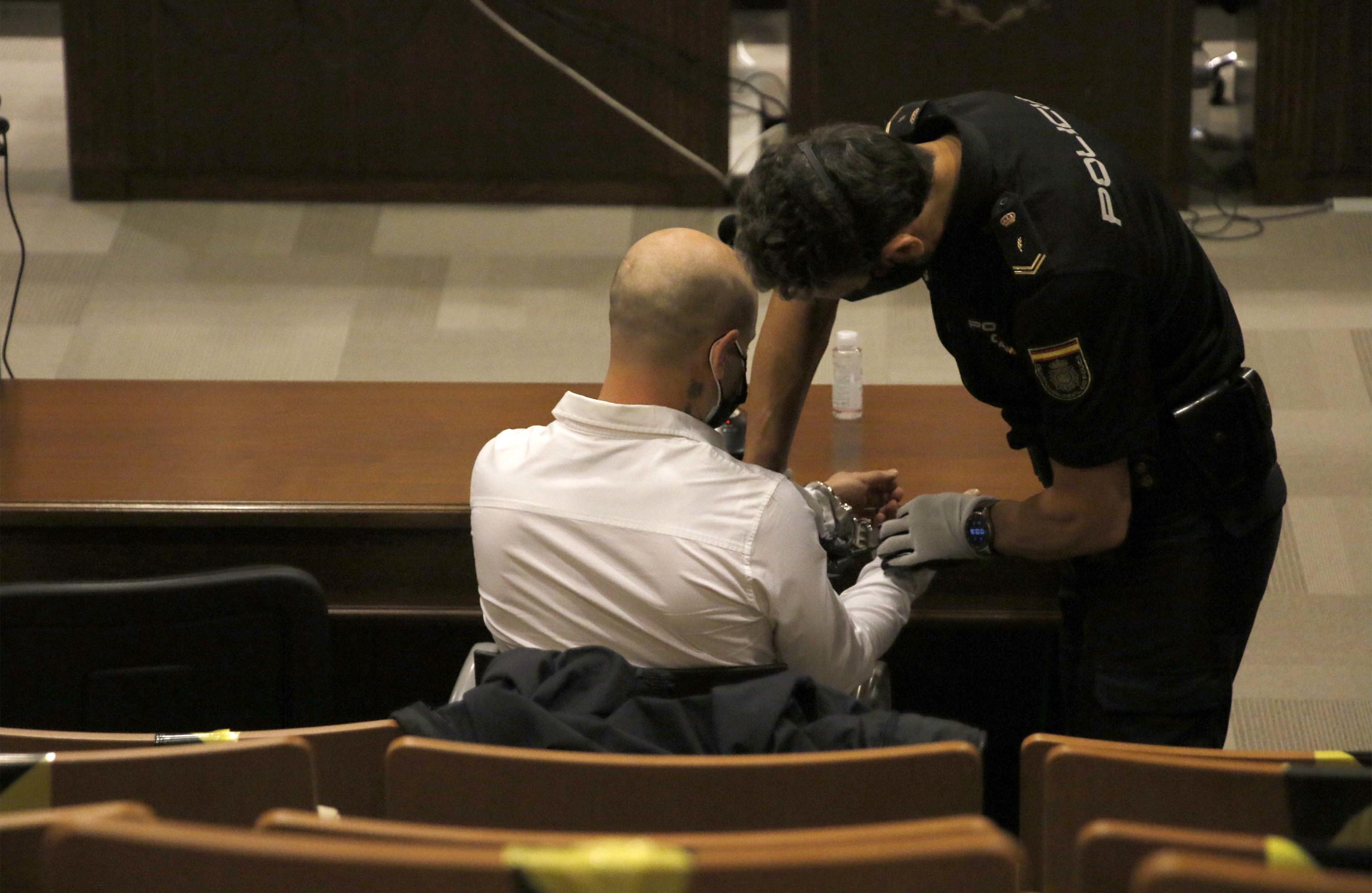 El acusado del crimen machista de Borriol pide exhumar el cadáver de su novia para hallar la bala