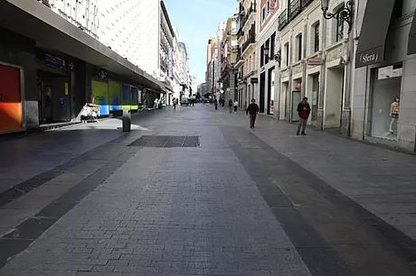 La céntrica calle Preciados, en Madrid, prácticamente vacía tras la declaración del estado de alarma, en marzo de 2020.