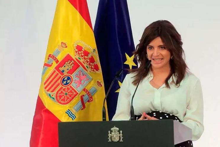 Ana Iris, durante su discurso en la Moncloa.