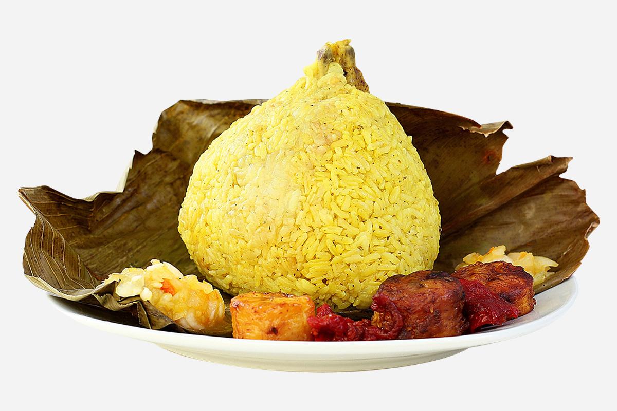 El juane tiene arroz, carne de gallina y yuca y es típico de Iquitos (Perú).