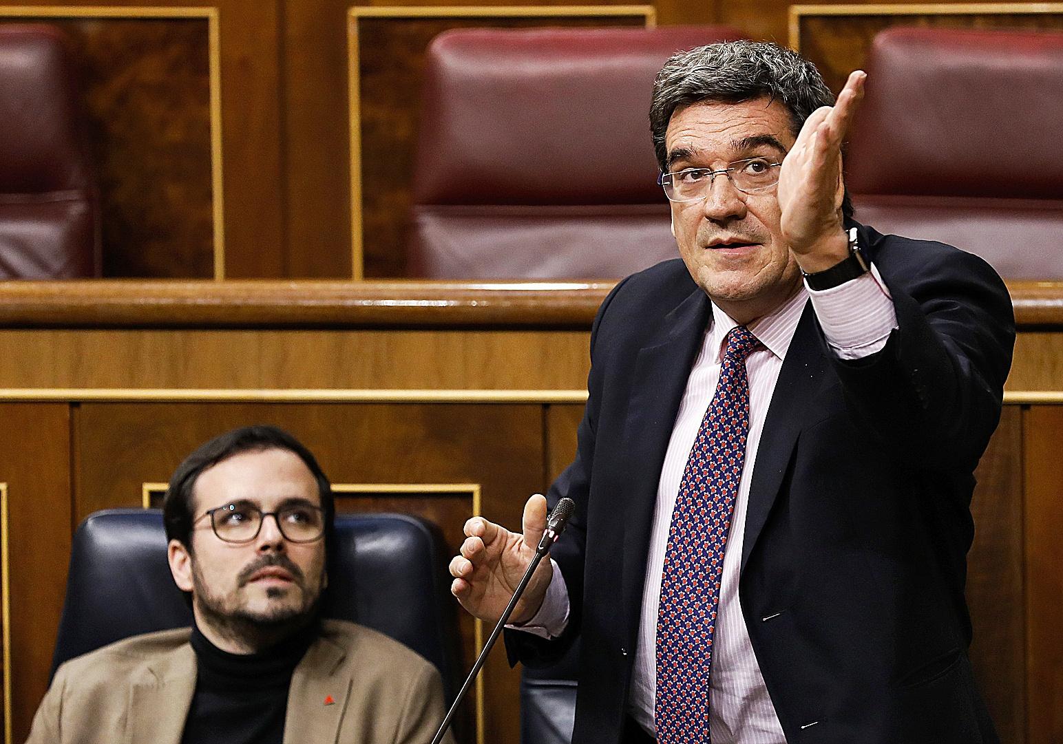 El ministro de Consumo, Alberto Garzón, y el de Seguridad Social, José Luis Escrivá.