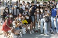 Un grupo de jóvenes posa en el campus de Ciudad Universitaria.