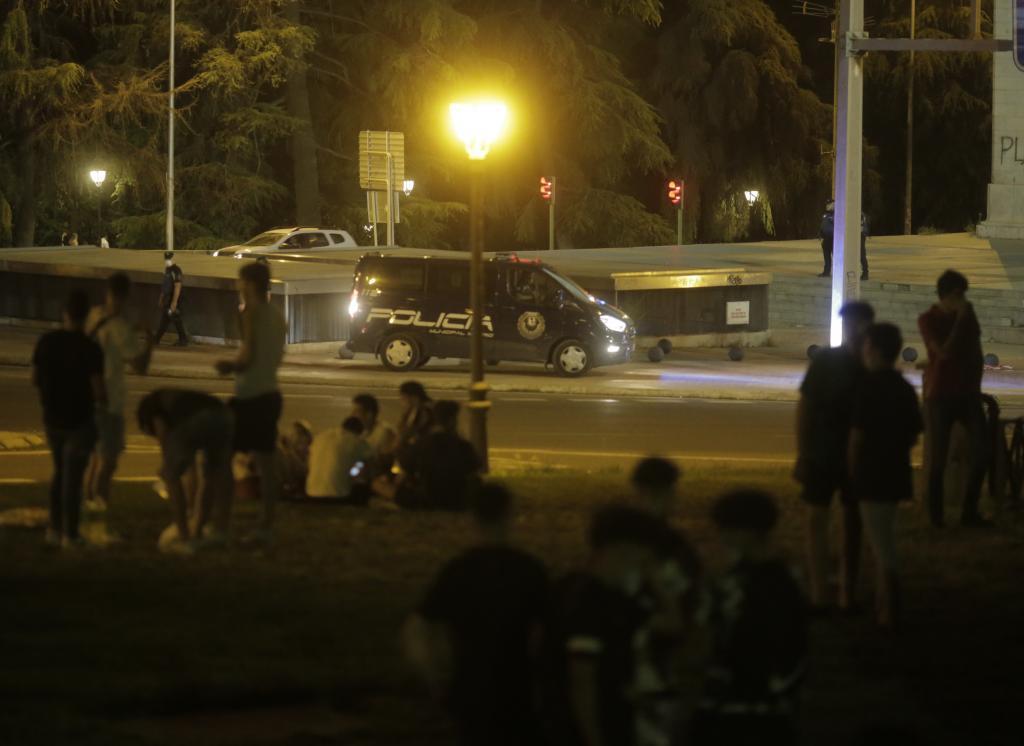 La Policía Municipal evita un macrobotellón nocturno de estudiantes de la EvAU en el Parque del Oeste
