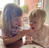 Olivia (6 años) y Anna (1 año),  en Tenerife.