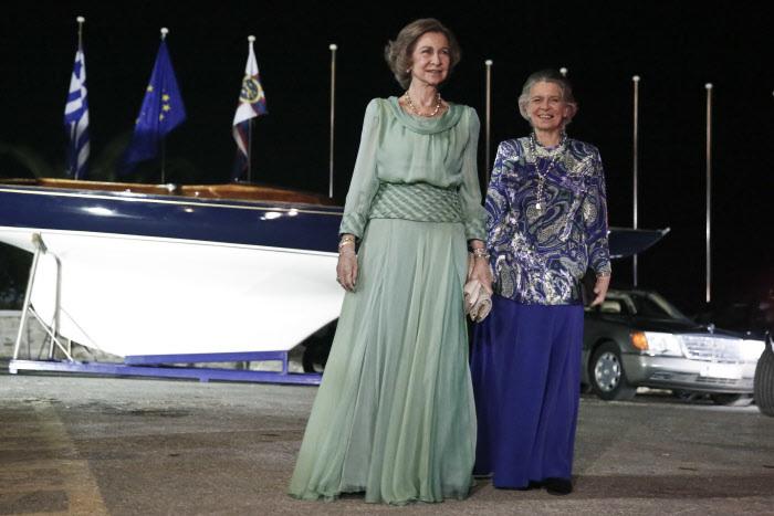 La Reina Sofía y su hermana Irene, en un viaje a Grecia.