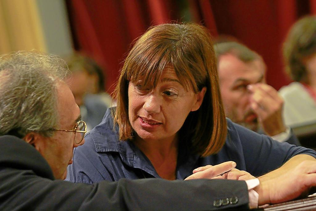 La presidenta balear junto al conseller de Educación de su Govern.