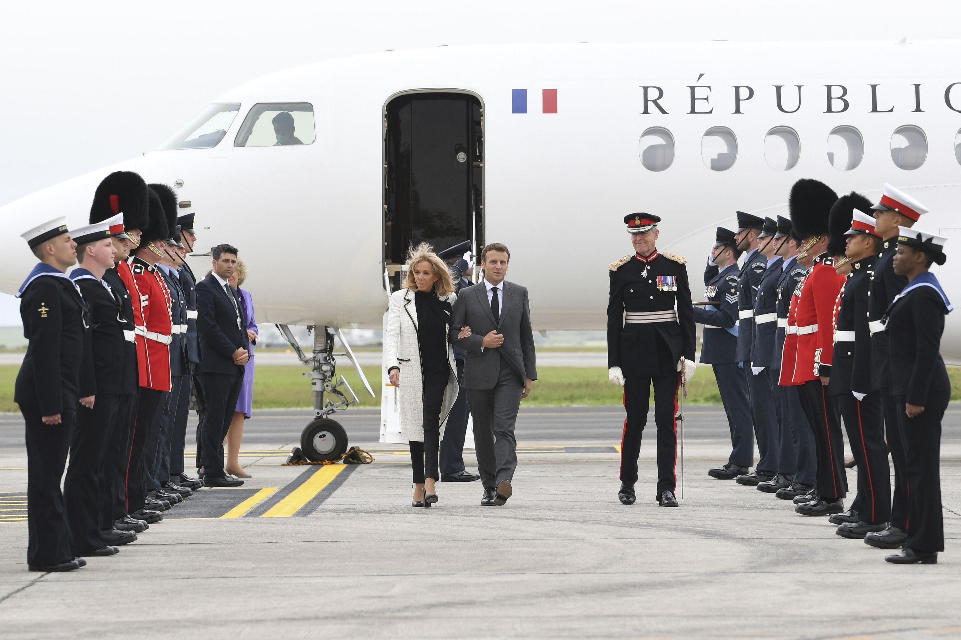 Emmanuel y Brigitte Macron llegan a la cumbre del G7.
