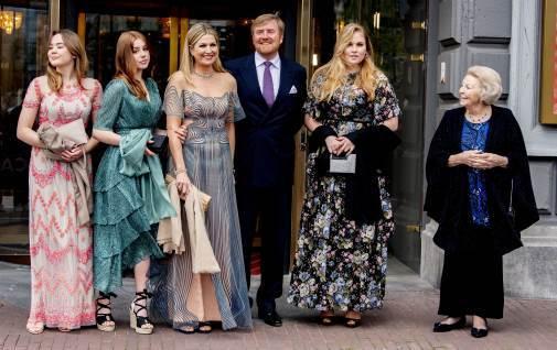Los Reyes de Holanda con sus hijas durante el 50 cumpleaños de Máxima
