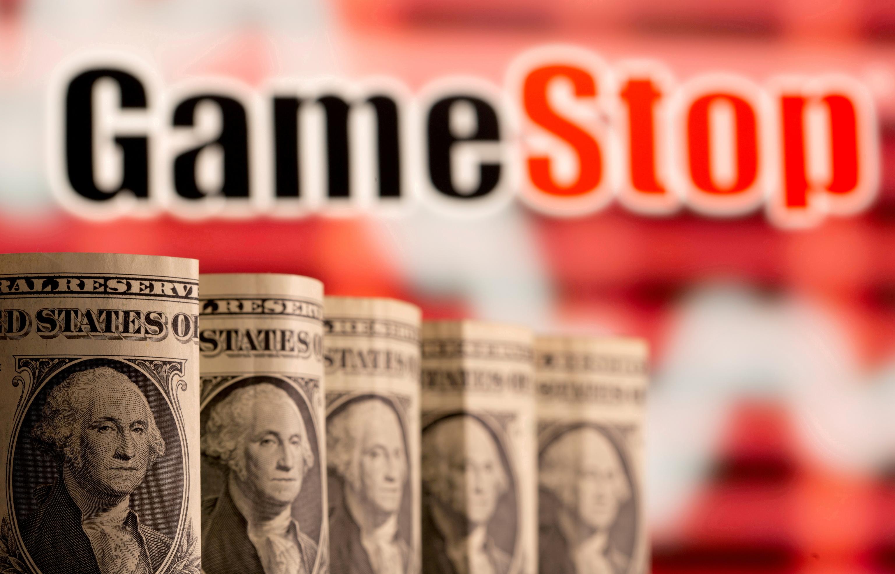 Logotipo de GameStop junto a billetes de dólares.