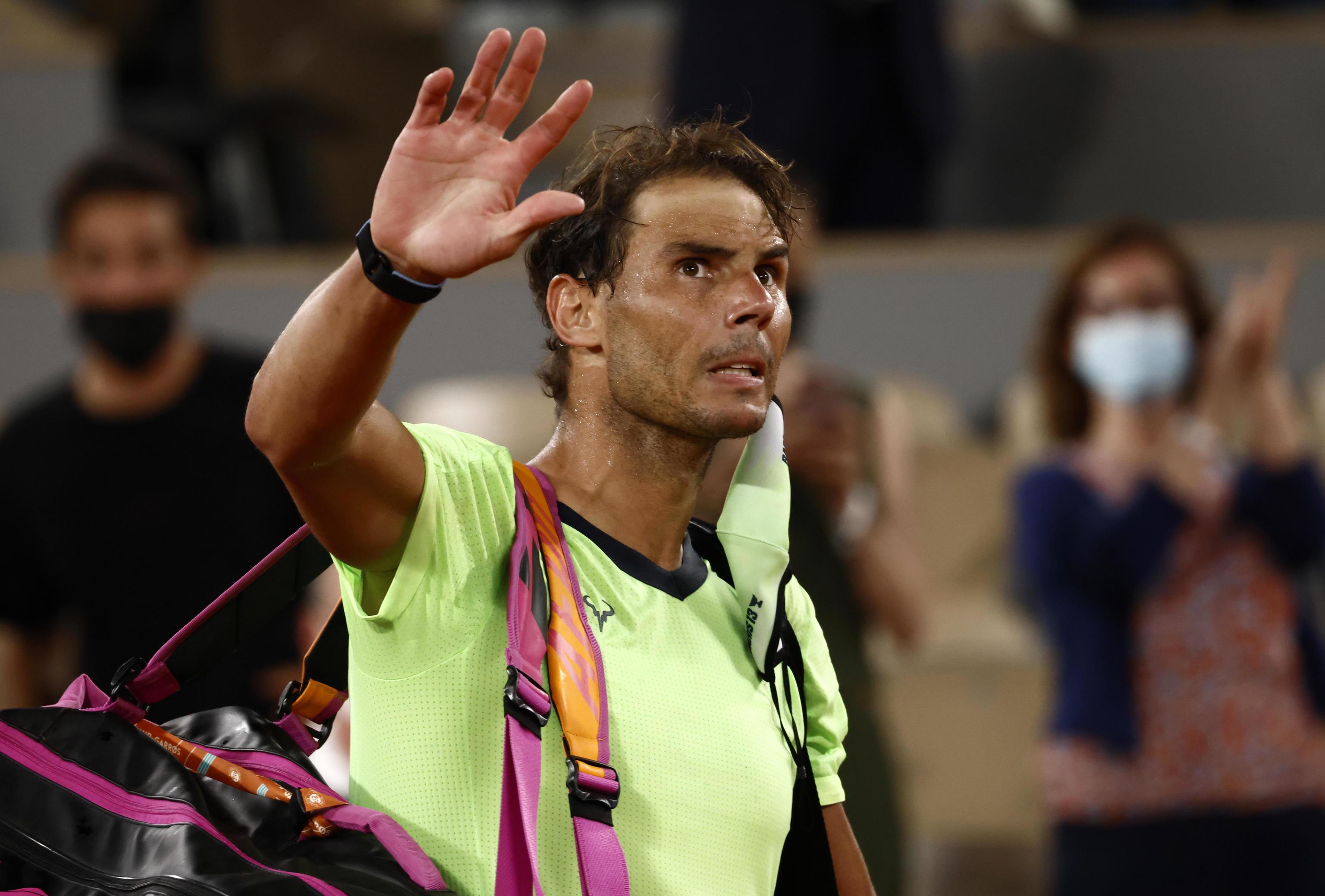 Nadal se despide del público de Roland Garros.