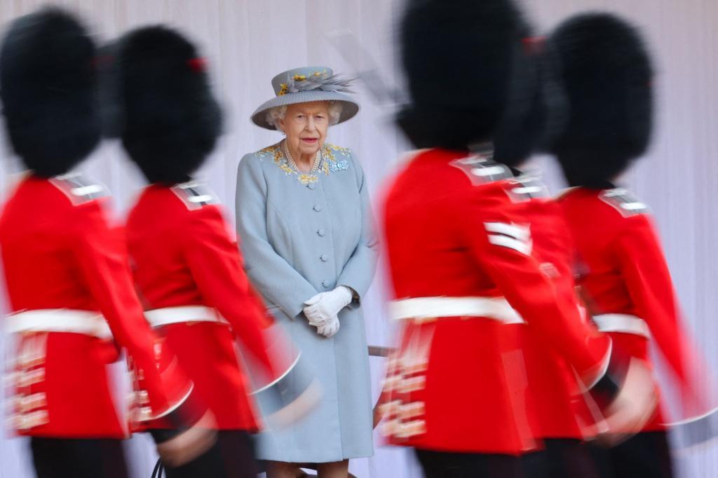 Isabel II durante el desfile por su cumpleaños