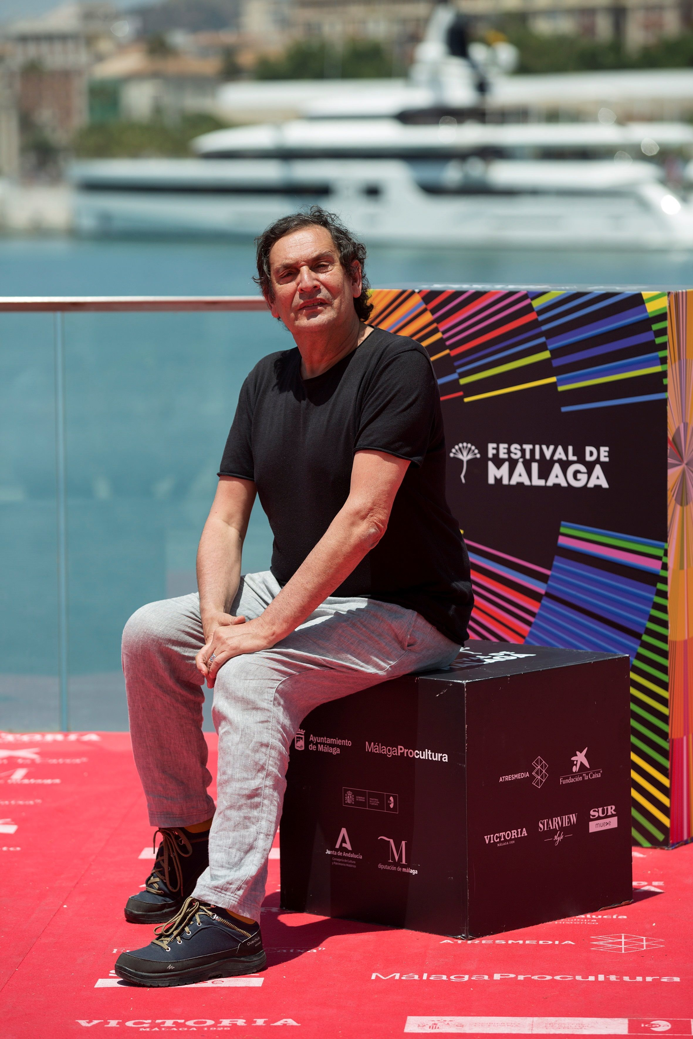 El director Agustí  VIllaronga posa durante la presentación de su película 'El ventre del mar'.