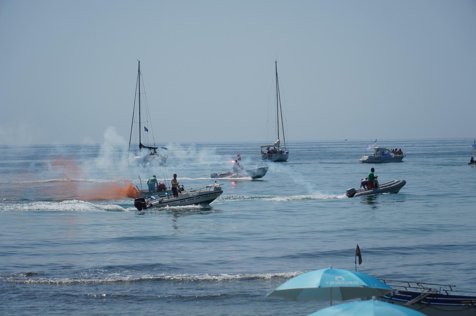 Las embarcaciones lanzaron bengalas como protesta