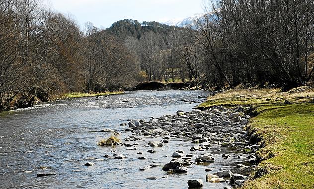 Hallan muerto a un chico de 14 años que desapareció tras saltar al río Segre