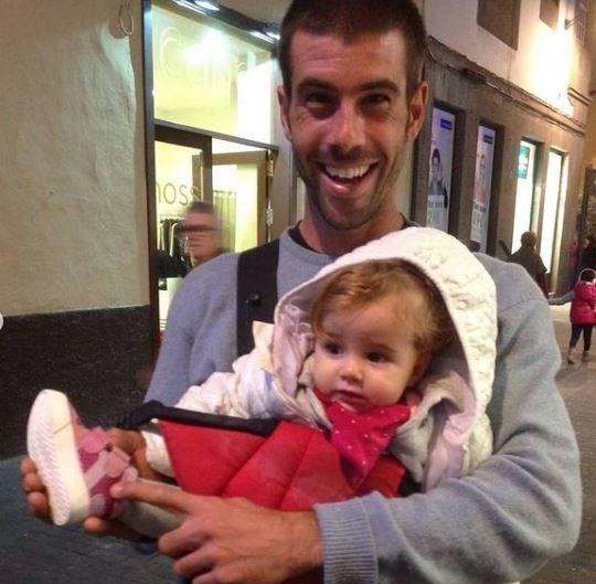 Tomás Gimeno, con una de sus hijas