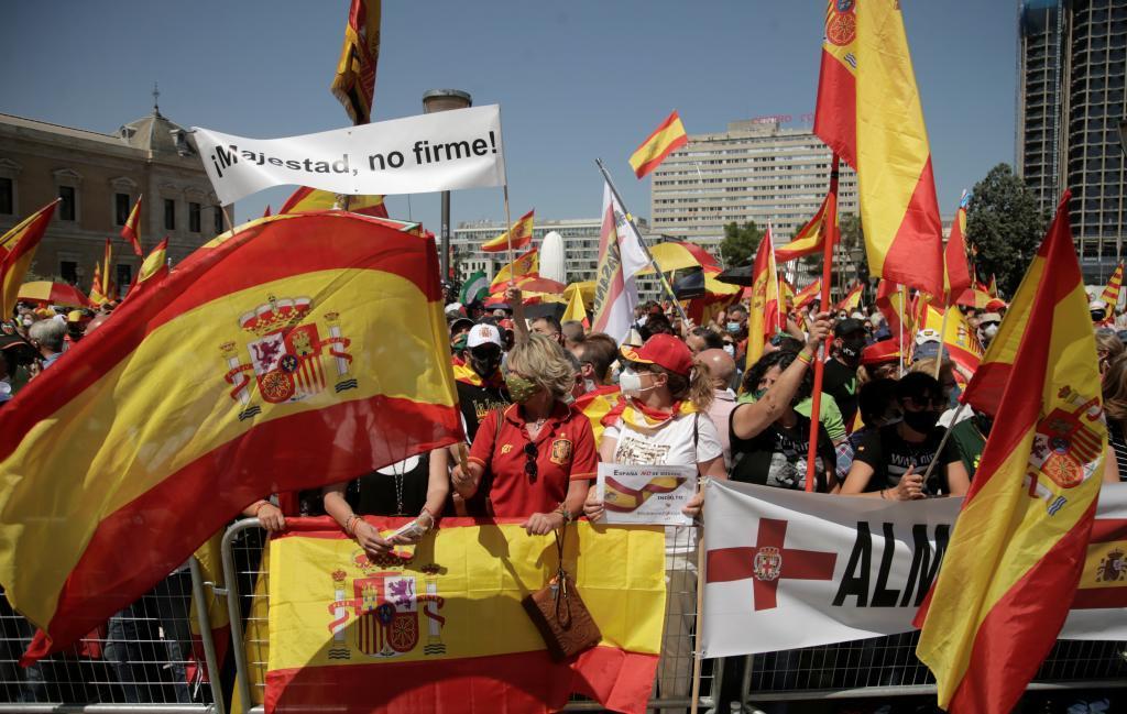 Miles de personas se han congregado en Colón contra los indultos.